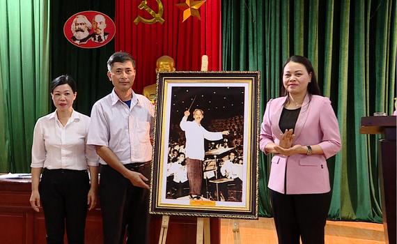 Đồng chí Bí thư Tỉnh ủy dự sinh hoạt Chi bộ xóm 1, thôn La Mai