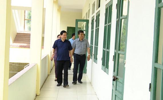 Đồng chí Tống Quang Thìn kiểm tra công tác chuẩn bị Kỳ thi tuyển sinh lớp 10 THPT