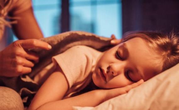 Nhà tâm lý học chia sẻ 7 lời khuyên giúp trẻ nhỏ ngủ một mình