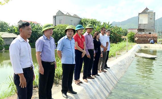 Đồng chí Phạm Quang Ngọc thăm một số hộ sản xuất, kinh doanh giỏi