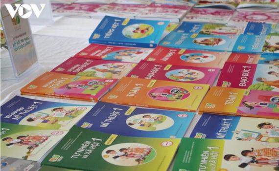 Lớp 1 thì mua thêm cả chục cuốn sách tham khảo để làm gì?