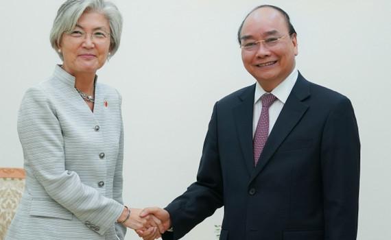 Thủ tướng đề nghị nâng kim ngạch thương mại Việt Nam-Hàn Quốc lên 100 tỷ USD