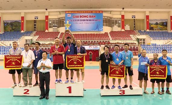 Trao giải bóng bàn các CLB Cúp liên đoàn tỉnh Ninh Bình năm 2020
