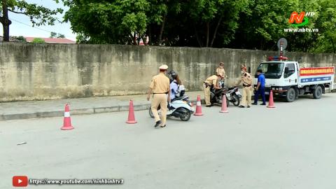 ATGT vì bình yên cuộc sống: Công an TP Ninh Bình xử lý học sinh vi phạm giao thông