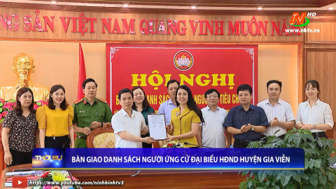 Bàn giao danh sách người ứng cử đại biểu HĐND huyện Gia Viễn