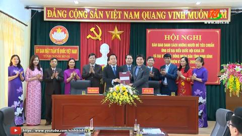 Bàn giao danh sách người ứng cử ĐBQH và đại biểu HĐND tỉnh