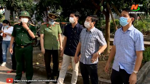 Đồng chí Lê Hữu Quý kiểm tra công tác phòng dịch Covid-19 tại khu cách ly tập trung.