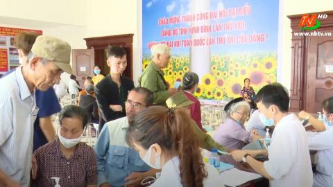 Khám bệnh từ thiện và cấp thuốc miễn phí tại huyện Yên Khánh