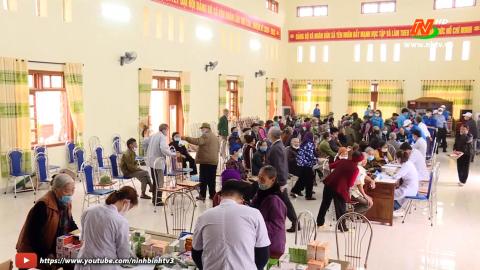 Khám chữa bệnh, cấp thuốc miễn phí tại xã Yên Nhân