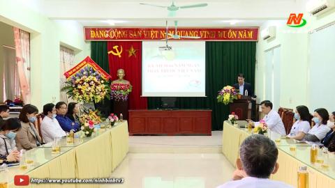 Lãnh đạo Tỉnh thăm, tặng quà nhân ngày thầy thuốc Việt Nam