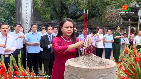 Lễ dâng hương tại Khu di tích Quốc gia đặc biệt Cố đô Hoa Lư