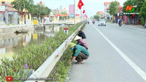 Phụ nữ Kim Sơn ra quân vệ sinh môi trường