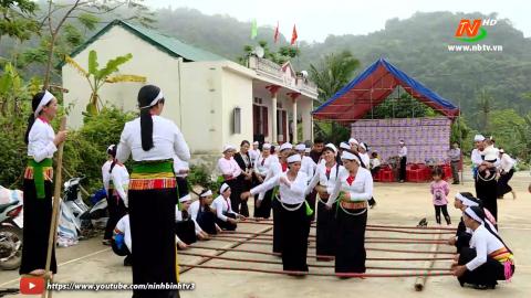 Văn hóa và đời sống: Giữ gìn nét đẹp trang phục truyền thống dân tộc Mường.