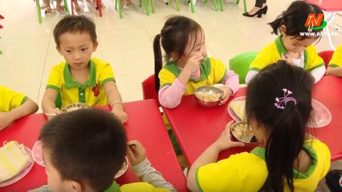 Vì trẻ thơ: Đảm bảo dinh dưỡng cho trẻ trong trường mầm non