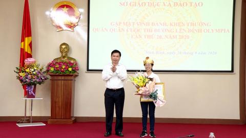 """Vinh danh, khen thưởng quán quân cuộc thi """" Đường lên đỉnh Olympia """" năm 2020 - Nguyễn Thị Thu Hằng"""